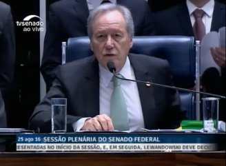 Começou sessão do julgamento definitivo do impeachment no Senado