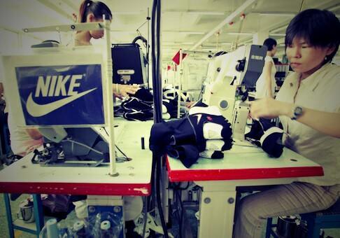 Trabalhadores paralisam o maior fabricante de calçados na China
