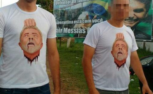 Apoiadores de Bolsonaro usam camiseta com Lula decapitado