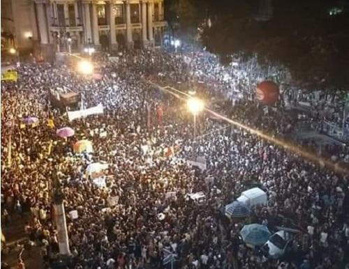 Milhares nas ruas expressam revolta com a tragédia no Museu Nacional