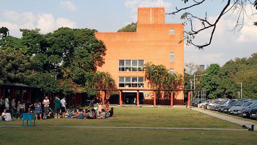 Estudantes da FEUSP ficam sem aula por falta de professores