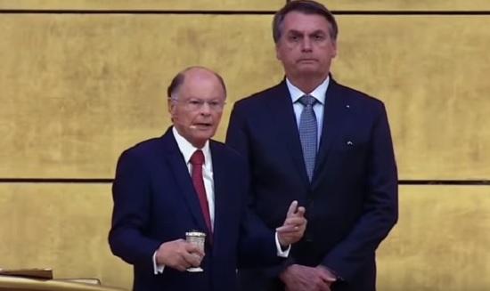 Em meio as disputas, Bolsonaro quer pastor da Igreja de Edir Macedo para substituir Maia