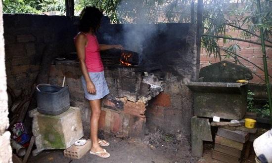 Preço do gás já é 40% da renda dos brasileiros mais pobres