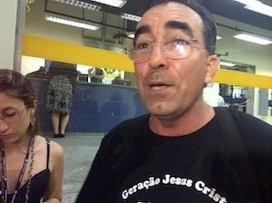 """""""Raça de putas e piranhas"""": Pastor destila misoginia, racismo e homofobia contra colega"""