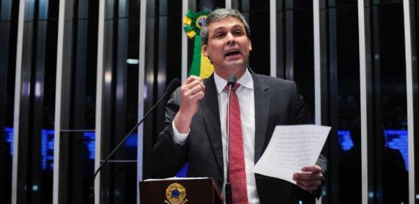 Em decisão arbitrária, candidatura de Lindbergh Farias (PT) é cassada