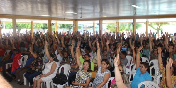 Professores da rede estadual do Piauí decidem por manutenção da greve