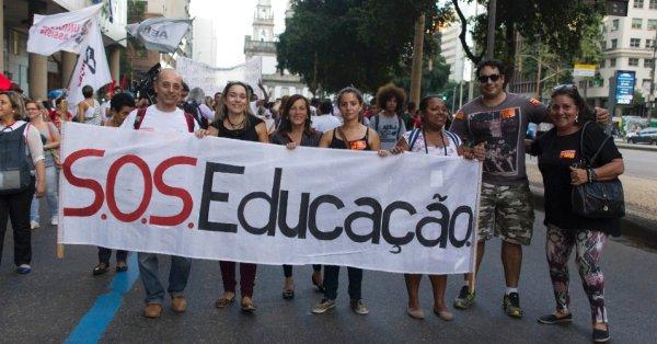 Ex-juiz continua infringindo direitos dos professores concursados no RJ