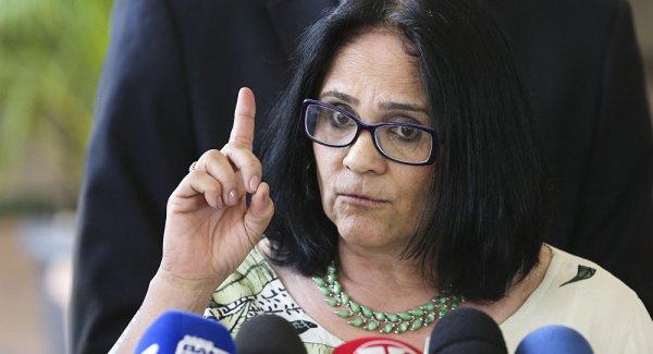 A nova ministra de Bolsonaro, a pastora Damares, nega morte de mulheres por aborto clandestino