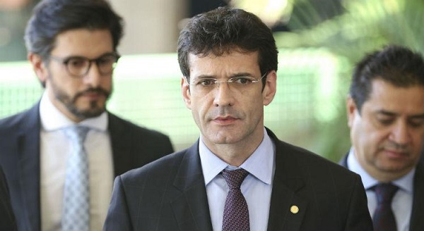 Bolsonaro dá cargo de Ministro do Turismo para Bancada Evangélica