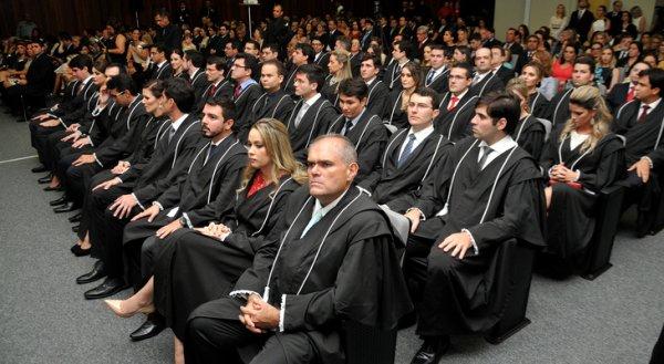 Juízes do RN receberão auxílio retroativo a 1996, um desprezo aos professores em greve