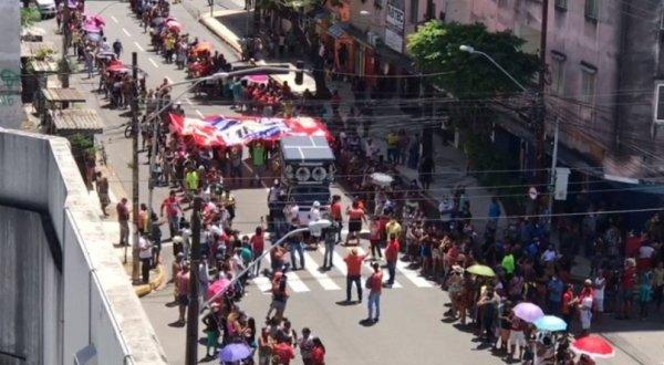 Movimentos pela moradia fazem protesto no centro do Recife