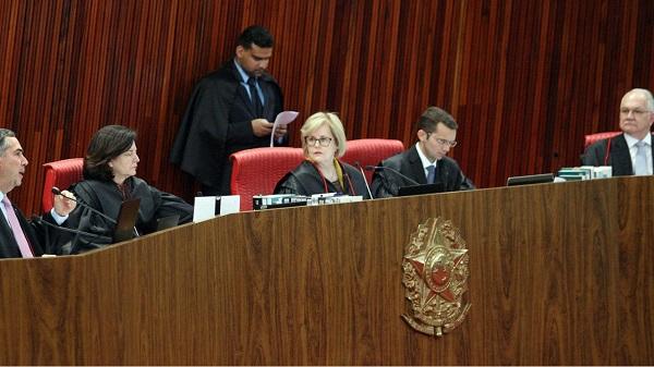 Tribunal que barrou Lula aceita que outros 1,4 mil candidatos façam campanha