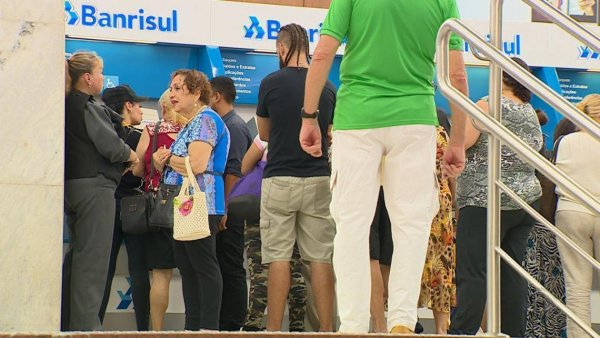 Servidores gaúchos continuam tendo dificuldades em acessar o 13° via empréstimo