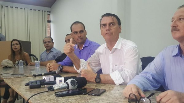 """Bolsonaro: """"Se eu assumir, índio não terá mais 1cm de terra"""""""