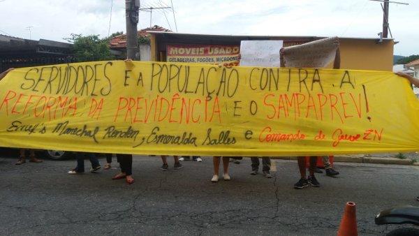 Professores dialogam com população de Tremembé para massificar a greve contra o Sampaprev