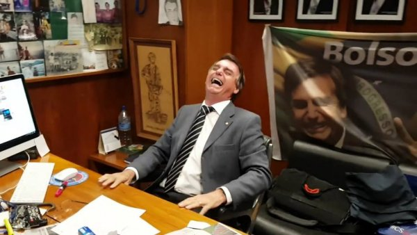 Bolsonaro, aposentado aos 33 anos, quer nos obrigar a trabalhar até os 65