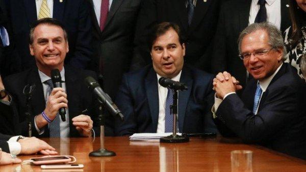 Depois de desavenças, Executivo e Legislativo se unem para golpear as massas com reforma da Previdência