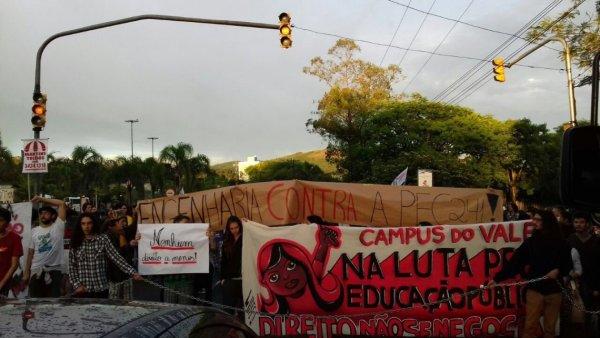 """""""Balbúrdia"""" são os cortes de 30% e a reforma da previdência! Parar a UFRGS em 15/05 contra Bolsonaro"""