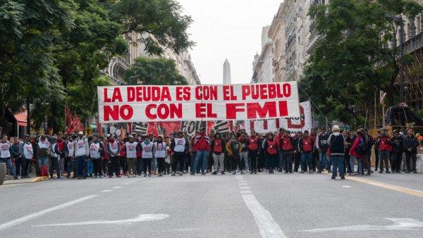 Desvalorização e saque na Argentina: alguns deixam passar, outros saem às ruas