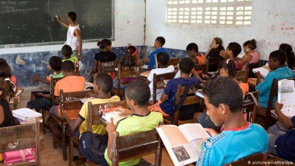 Racismo: no Brasil 71,7% dos jovens negros abandonam a escola para trabalhar