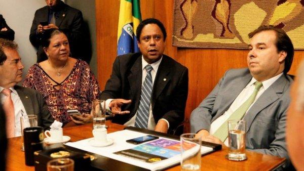 PCdoB faz coligações com PSL em 70 cidades e afunda ainda mais na conciliação com golpistas
