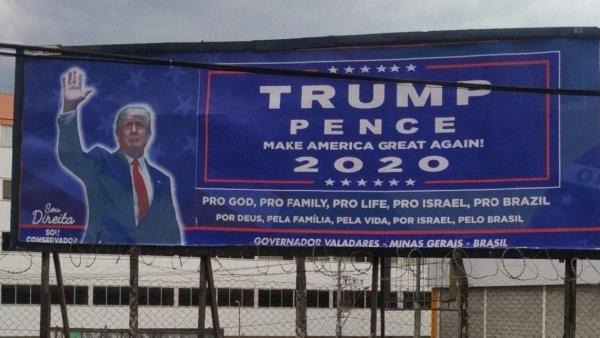 Outdoors pró-Trump são instalados em cidade mineira