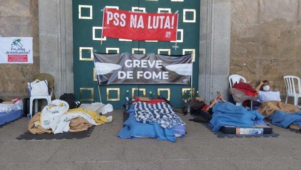Professores fazem greve de fome em Curitiba contra processo seletivo presencial na pandemia