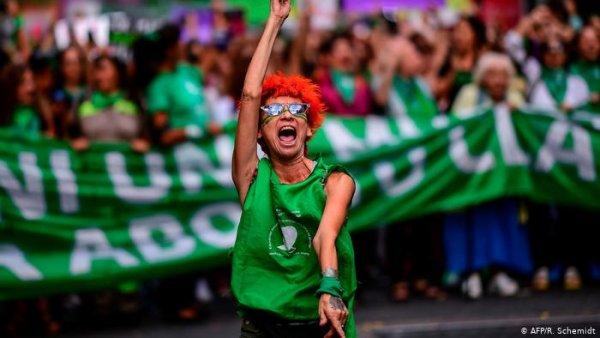 Deputados argentinos definem essa semana sobre a legalização do aborto em debate presencial