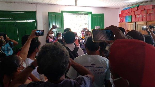 Madeireiros invadem sede de sindicato de trabalhadores rurais reivindicando desmatamento