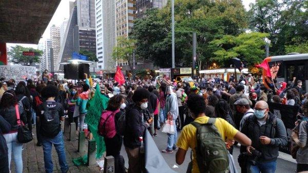 Centenas protestam em SP denunciando chacina do Jacarezinho