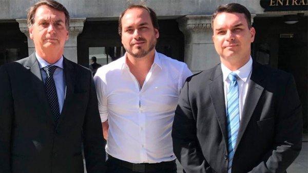 Ex-funcionário relata repasse de controle de rachadinhas de Jair Bolsonaro para filhos