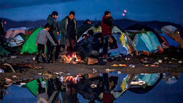Milhares de refugiados presos na Grécia com epidemias e sem atenção sanitária