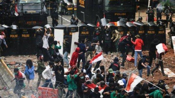 Forte onda de protestos na Indonésia contra a reforma trabalhista e ambiental