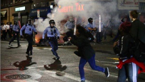 O assassinato brutal de um afro-americano por policiais na Filadélfia desencadeia novos protestos