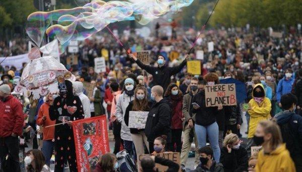 Ações em todo o mundo durante a sexta greve global pelo clima