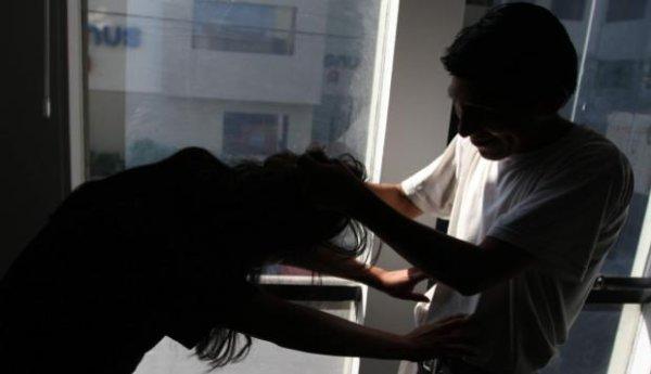 Enquanto Bolsonaro flexibiliza porte de arma, 25% das mulheres vítimas de tiro morrem em casa