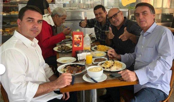 Entre amigos e parentes, funcionários fantasmas do clã Bolsonaro receberam R$29,5 milhões