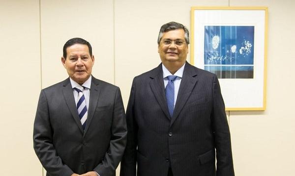 Flávio Dino diz que Brasil estará melhor com Mourão, apoiador da ditadura, na presidência