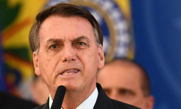 Bolsonaro veta projeto que dava preferência a mãe solteira para receber auxílio