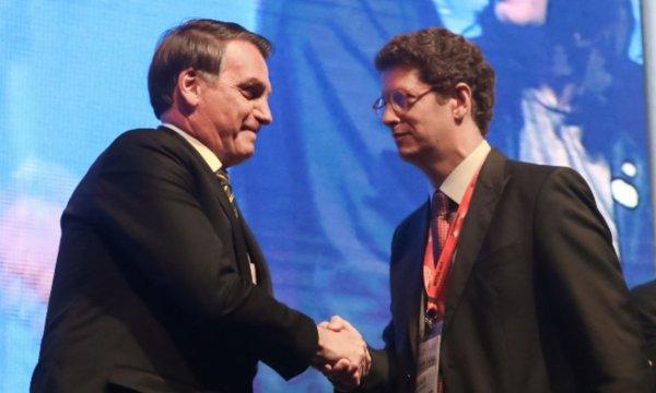 Ministro do Meio Ambiente aprova extinção de regras que protegem manguezais e restingas