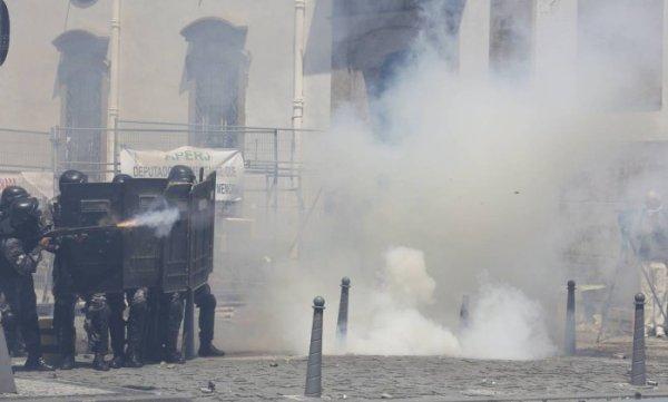 [Ao vivo] Polícia reprime violentamente manifestação contra privatização da CEDAE e acordo Temer-Pezão