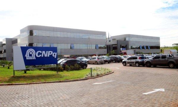 Teto nos gastos pode levar a suspensão do pagamento de bolsas na CNPq