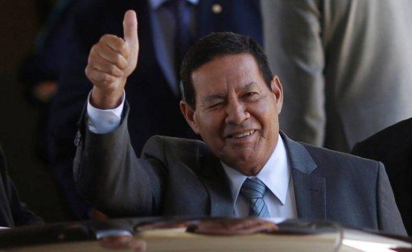 """Governo negocia isenção fiscal aos patrões mas Mourão diz que país """"não tem mais gordura"""" para cortar"""