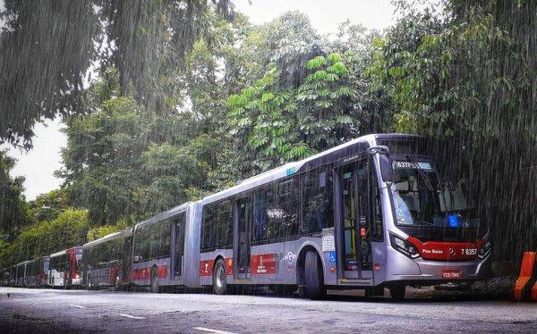 ABSURDO: SPtrans corta passe livre e meia tarifa para estudantes