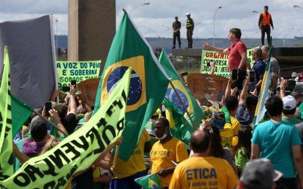 Contra os ataques virtuais da direita, toda solidariedade aos companheiros do PSOL