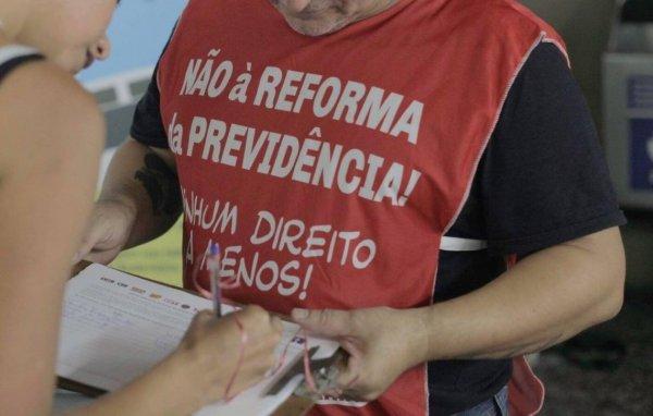 Esquerda Diário chama twitaço em apoio ao colete dos metroviários