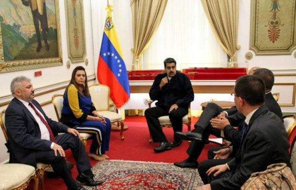 Governadora de Roraima quer mandar imigrantes de volta à Venezuela em ônibus