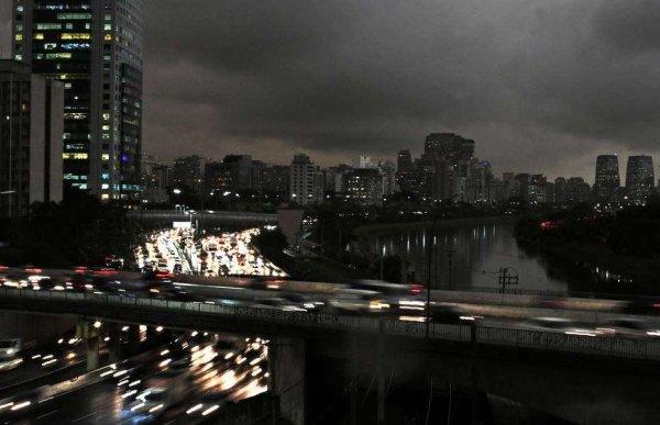"""O """"anoitecer"""" antecipado é mostra da política de devastação ambiental de Bolsonaro e do capitalismo"""