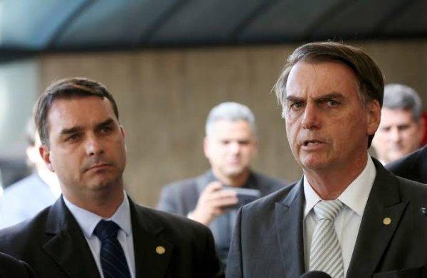 """Bolsonaro diz não ter """"nada a ver"""" com as suspeitas de corrupção de Flávio"""