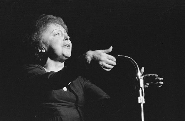 Edith Piaf, um canto de tragédias e amores